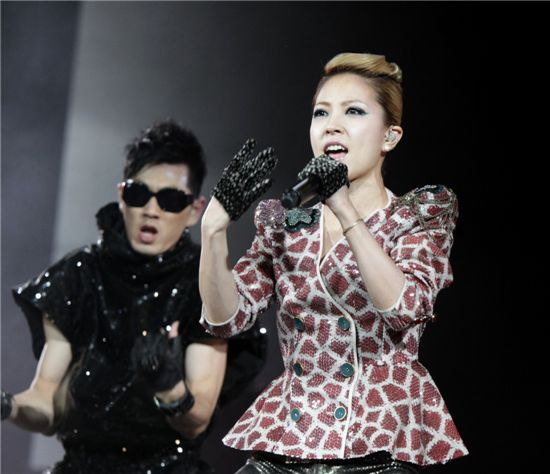 "Korean songstress BoA performing at the ""SMTOWN LIVE '10 WORLD TOUR"" held at the Staples Center in Los Angeles [SM Entertainment]"