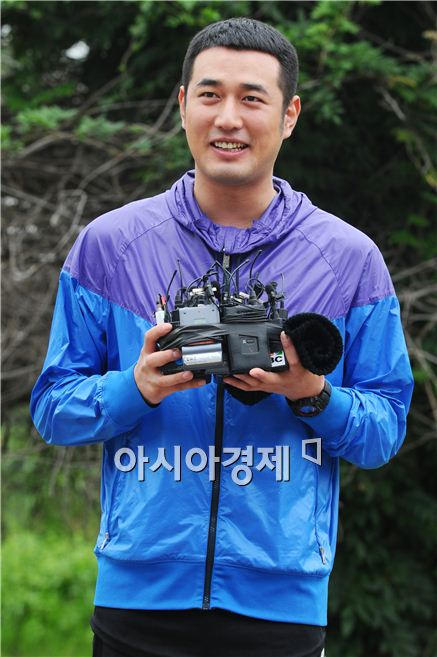 Korean actor Jo Han-sun speaks to reporters at the Nonsan training camp in the South Chungcheong Province of South Korea on September 9, 2010. [Lee Ki-bum/Asia Economic Daily]