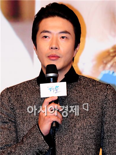 "Actor Kwon Sang-woo speaks during a press conference for SBS TV series ""The President"" held at the Lotte Hotel in Jamsil of Seoul, South Korea on September 29, 2010. [Han Youn-jong/Asia Economic Daily]"