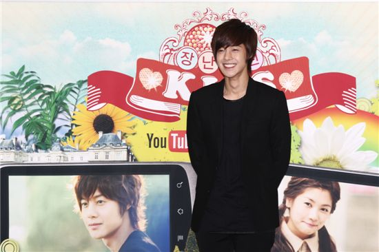 """Kim Hyun-joong poses during a photocall of a press conference for the YouTube version of TV series """"Naughty Kiss"""" held at the Megabox theater in COEX of Seoul, South Korea on November 1, 2010. [Group 8]"""