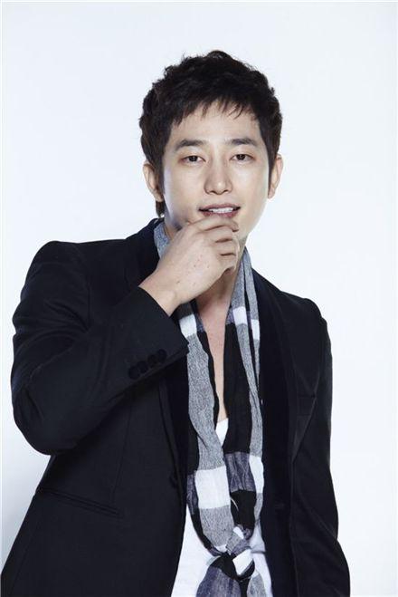 Korean actor Park Si-hoo [Eygai Entertainment]