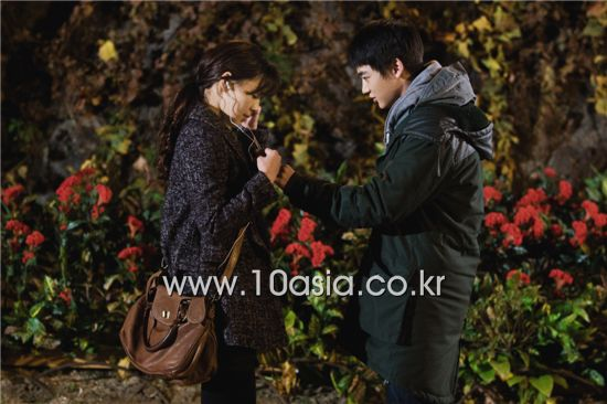 "From left, actress Han Ji-hye and SHINee member Minho shoot a scene for ""KBS Drama Special: Pianist"" at Incheon, South Korea on November 18, 2010. [Chae Ki-won/10Asia]"