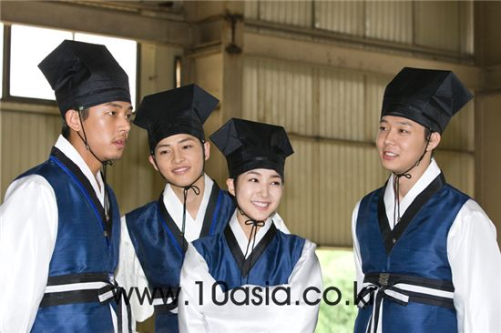 "From left, main cast of KBS TV series ""SungKyunKwan Scandal"" Yu A-in, Song Joong-ki, Park Min-young and Park Yuchun. [Chae Ki-won/10Asia]"
