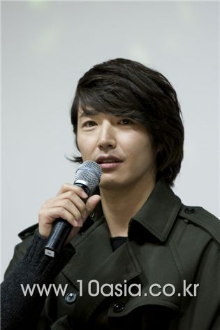 "Actor Yoon Sang-hyun speaks at a press conference for SBS TV series ""Secret Garden"" held at the Maiim Vision Village in the Gyeonggi Province of South Korea on December 8, 2010. [Lee Jin-hyuk/10Asia]"