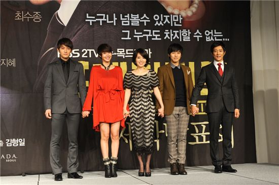 "From left, KBS TV series ""PRESIDENT"" cast members Jay, Wang Ji-hye, Ha Hee-ra, Lee Sung-min, Choi Soo-jong. [KBS]"