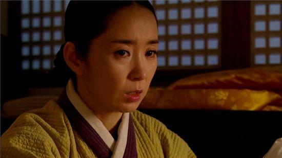 "Slave woman Mak-soon (Yoon Yoo-sun)  from MBC series ""The Duo"" [MBC]"