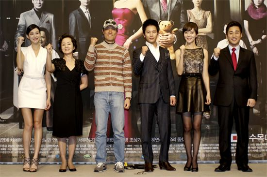 """Royal Family"" cast and crew at a press conference in Seoul, South Korea on February 24, 2011. [MBC]"
