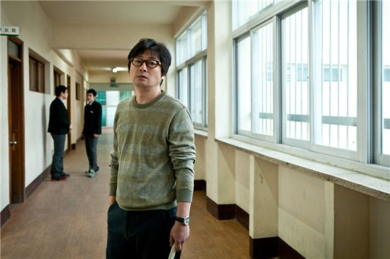 "Korean actor Kim Yun-seok on the set of upcoming film tentatively titled ""Wandukgi."" [First Look]"