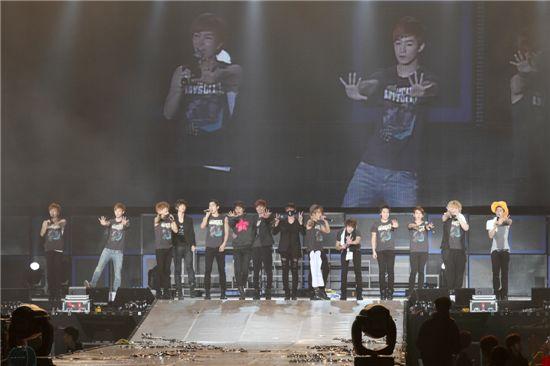 Korean idols Super Junior at their Super Show 3 in Taiwan on March 11, 2011. [SM Entertainment]