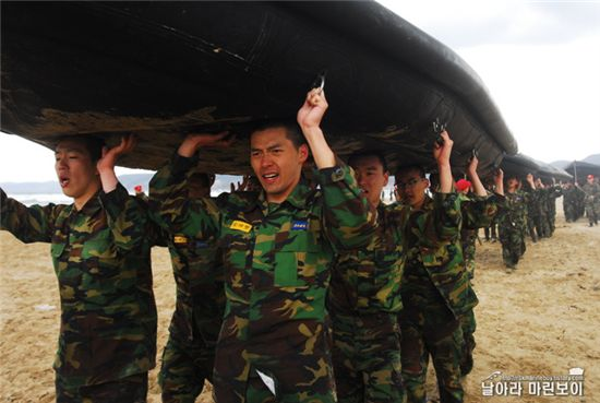 Actor Hyun Bin [Fly Marine Boy blog site]