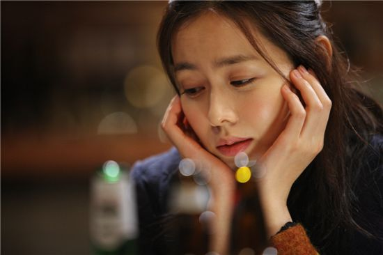 "Korean actress Son Ye-jin on the set of ""Eerie Romance"" [CJ Entertainment]"