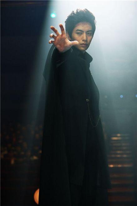 "Lee Min-ki on the set of ""Eerie Romance"" [CJ Entertainment]"