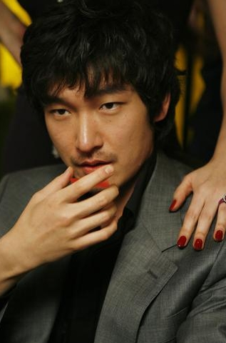 "Actor Cho Seung-woo in the film ""Tazza: The High Rollers"" [Sidus FNH]"