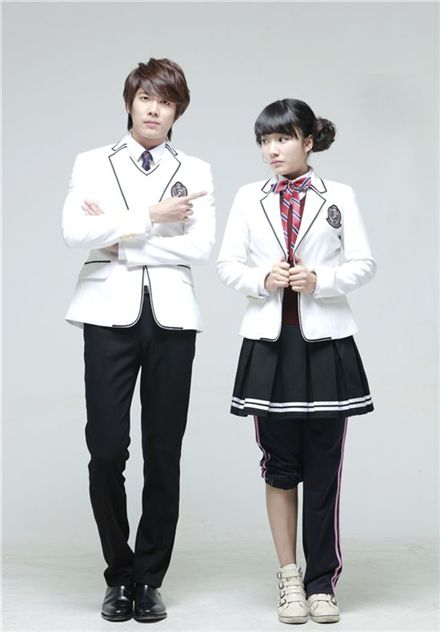 "Kim Kyu-jong (left) and Kwak Sun-young from the musical ""Goong"" [Group 8]"