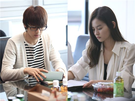 "CNBLUE drummer Kang Min-hyuk (left) and actress Woo Ri (right) during the first reading for MBC drama ""You Have Fallen For Me"" on May 2, 2011. [Tree J. Company]"