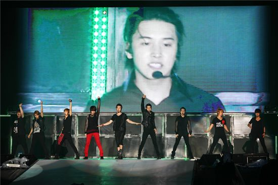 """Super Junior performing at """"The 3rd ASIA TOUR 'SUPER SHOW 3' in Ho Chi Minh"""" in Vietnam held at the Go Dau Stadium on May 7, 2011. [SM Entertainment]"""