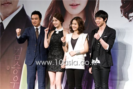 "From left, Kim Seung-woo, Lee Da-hae, Kang Hye-jung and Park Yuchun pose during a photocall for the press conference for upcoming MBC TV series ""Miss Ripley"" held in Seoul, South Korea on May 17, 2011. [Chae Ki-won/10Asia]"