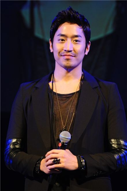 Korean singer and actor Eric [Top Class Entertainment]