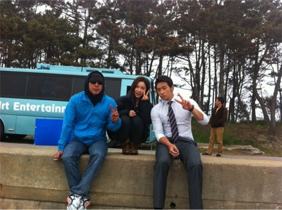 Korean director Kim Dong-won (left), actress Shin Se-gyeong (middle) and Rain (right) [Rain's official Twitter website]