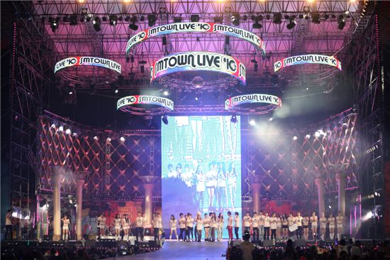 "SM Entertainment artists at ""SMTOWN LIVE in TOKYO"" held in Japan on January 25 and 26, 2011. [SM Entertainment]"