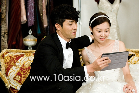 "Actor Cha Seung-won (left) and actress Kong Hyo-jin filming a scene in MBC TV series ""The Greatest Love"" in Seoul, South Korea on June 22, 2011. [Lee Jin-hyuk/10Asia]"