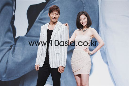 """From left, singer-actor Eric and actress Han Ye-seul pose during a photocall of a press conference for upcoming KBS TV series """"Spy Myung-Wol"""" in Seoul, South Korea on July 5, 2011. [Chae Ki-won/10Asia]"""