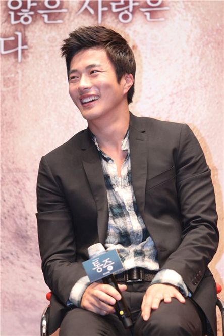 """Actor Kwon Sang-woo speaks at the press conference for his film """"Pain"""" held in Seoul, South Korea on July 21, 2011. [Chukje Films]"""