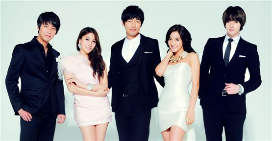 "Main cast of musical ""200 Pounds Beauty"" [Shownote]"