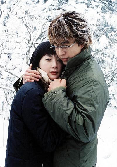 """Actress Choi Ji-woo and actor Bae Yong-joon for """"Winter Sonata"""" [KBS]"""