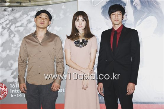 """From left, director Song Il-gon, actress Han Hyo-joo and actor So Ji-sub take part in the press conference for the 16th Busan International Film Festival's opening film """"Always"""" held in Busan, South Korea on October 6, 2011. [Chae Ki-won/10Asia]"""