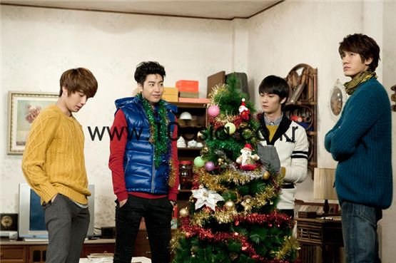 "From left, actors Jung Il-woo, Park Min-wo, Cho Yoon-woo and Lee Ki-woo take part in a shoot for tvN TV series ""Cool Ramen, Hot Guys"" held in Gyeonggi Province, South Korea on December 9, 2011. [Lee Jin-hyuk/10Asia]"