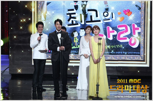 Actor Cha Seung-won and actress Kong Hyo-jin at the 2011 MBC Drama Awards [MBC]