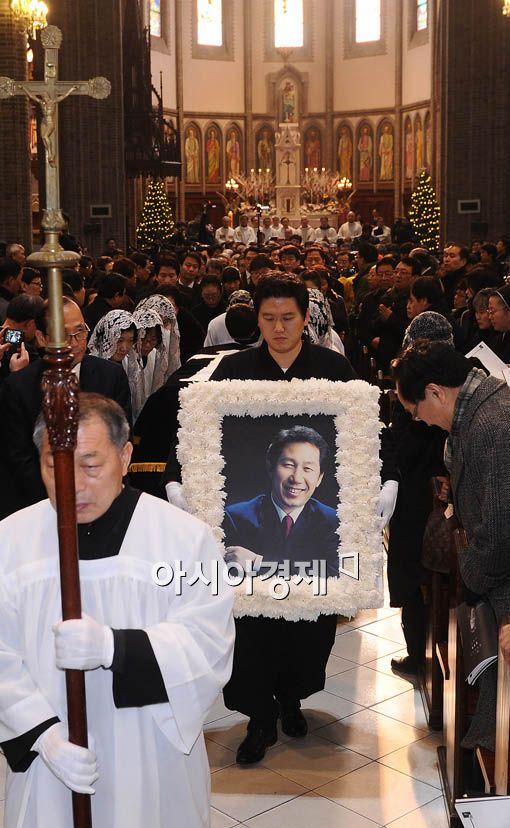 [초동여담] '영원한 민주주의자' 김근태