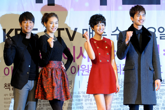 "From left, actors Oh Man-seok, Hwang Sun-hee, Lee Si-young and Lee Dong-wook pose during a photocall of a press conference for KBS TV series ""Wild Romance"" held in Seoul, South Korea on January 2, 2012. [KBS]"
