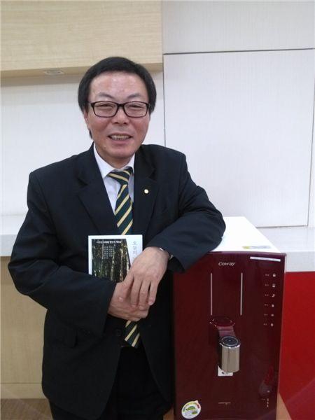 웅진코웨이에서 해피플래너로 일하고 있는 장수현(57)씨
