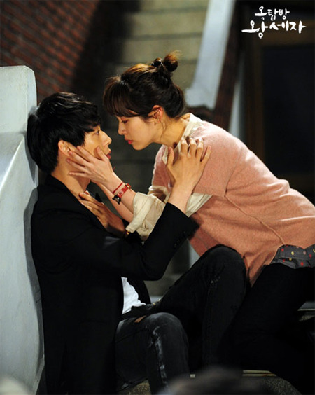 "Park Yuchun (left) and Han Ji-min (right) in ""Rooftop Prince"" [SBS]"