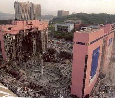 1995년 6월29일 삼풍백화점 붕괴 당시 현장 모습