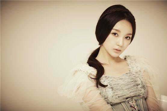 Davichi's Kang Min-kyung [Core Contents Media]