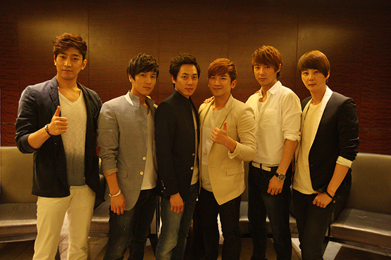 Shinhwa's Eric (left), Kim Dong-wan (second to left), Andy (third to left), Lee Min-woo (third to right), Jun Jin (second to right) and Shin Hye-sung (right) [Shinhwa Company]