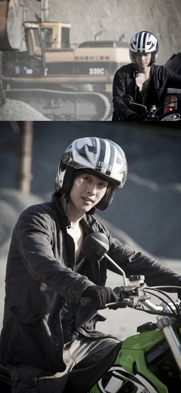 "Photos of Kim Hyun-joong during ""City Conquest"" shooting in Japan [Feel Boy Entertainment]"