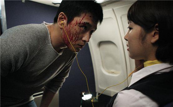 "A still cut of Jin Tae-hyun (left) in ""Endless Flight"" [Lotte Entertainment]"