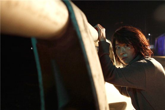 """A still cut of Kim Ji-young in """"Ambulance on the Death Zone"""" [Lotte Entertainment]"""