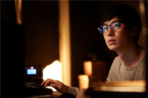 """Still shot of Lee Je-hoon in """"Ethics of Fury"""" [Lotte Entertainment]"""