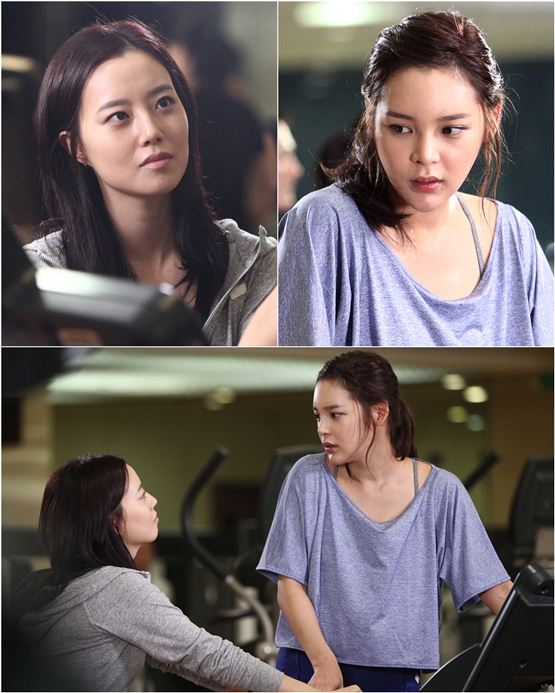 "KBS' upcoming drama ""Nice Guy"" cast members Moon Chae-won (top left) and Park Si-yeon (top right) stare at each other on the shooting set, in photos released by the promoter YTree Media on August 22, 2012. [YTree Media]"
