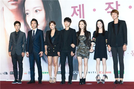 """The Innocent Man"" main cast members Lee Sang-yeob (left), Kim Tae-hoon (second to left), Park Si-yeon (third to left), Song Joong-ki (center), Moon Chae-won (third to right), Lee Yu-bi (second to right) and Lee Kwang-soo (right) pose at the drama's press conference held in Seoul, South Korea, on September 5. [Lee Jin-hyuk/10Asia]"