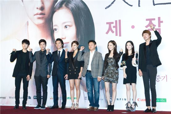"""The Innocent Man"" main cast members Song Joong-ki (left), Lee Sang-yeob (second to left), Kim Tae-hoon (third to left), Park Si-yeon (fourth to left), director Kim Jin-won (fourth to right), Moon Chae-won (third to right), Lee Yu-bi (second to right) and Lee Kwang-soo (right) clench their fists at the drama's press conference held in Seoul, South Korea, on September 5. [Lee Jin-hyuk/10Asia]"