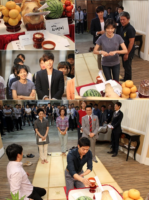 """My Daughter Seo-young"" [translated title] main cast member Lee Bo-young (top right) and Lee Sang-yoon (bottom center) wish the show's success during the good luck ceremony on the set in Yeoido, Seoul on September 6, 2012. [Bliss Media]"