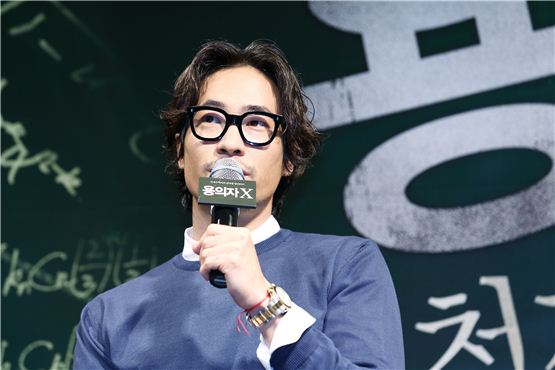"""Actor Ryu Seung-bum shares thoughts about his character at the """"Perfect Number"""" press conference held at the CGV movie theater in southern Seoul, Korea on September 19, 2012. [Younghwain]"""