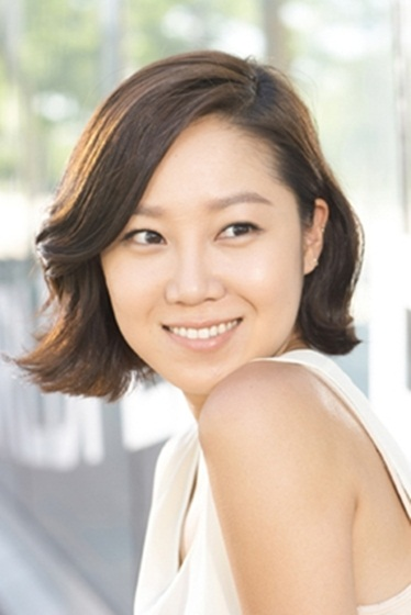 """Actress Kong Hyo-jin poses in the profile photo released by her new film """"Aging Family"""" (translated title) distribution company CJ E&M in press release on September 27, 2012 [CJ E&M]"""