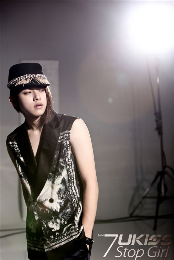 "U-KISS member Dongho poses in the teaser photo of the group's seventh mini-album ""Stop Girl,"" dropped on September 20, 2012. [NH Media]"